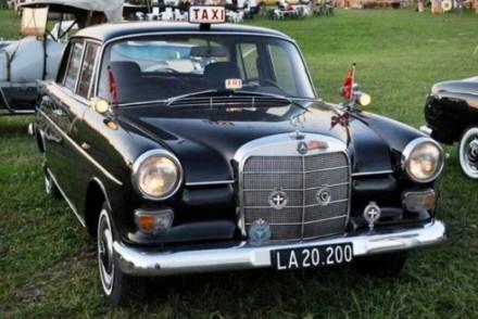 taxiudstyret-mercedes-200-fra-1966
